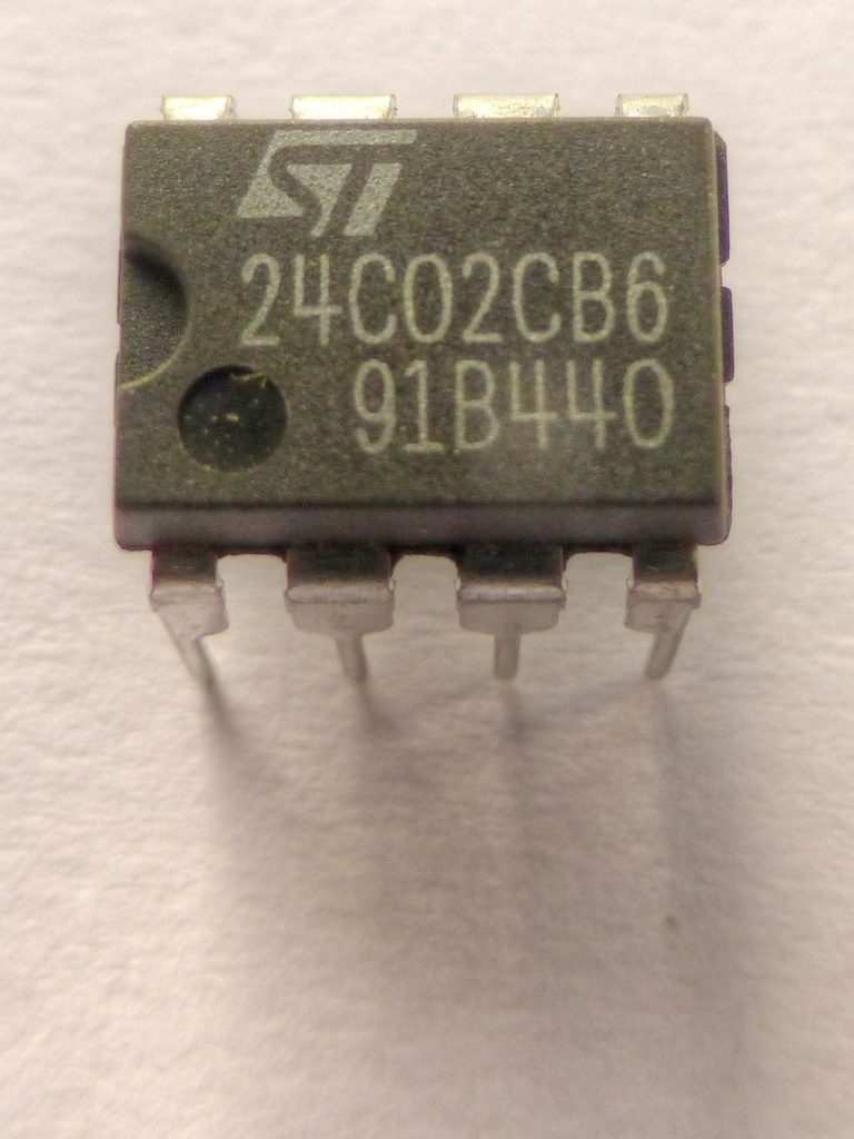 AT24C02_EEPROM_chip